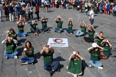 Greenpeace, flash mob in piazze contro carbone, petrolio